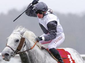 Tricolore flies high over Lingfield after trio